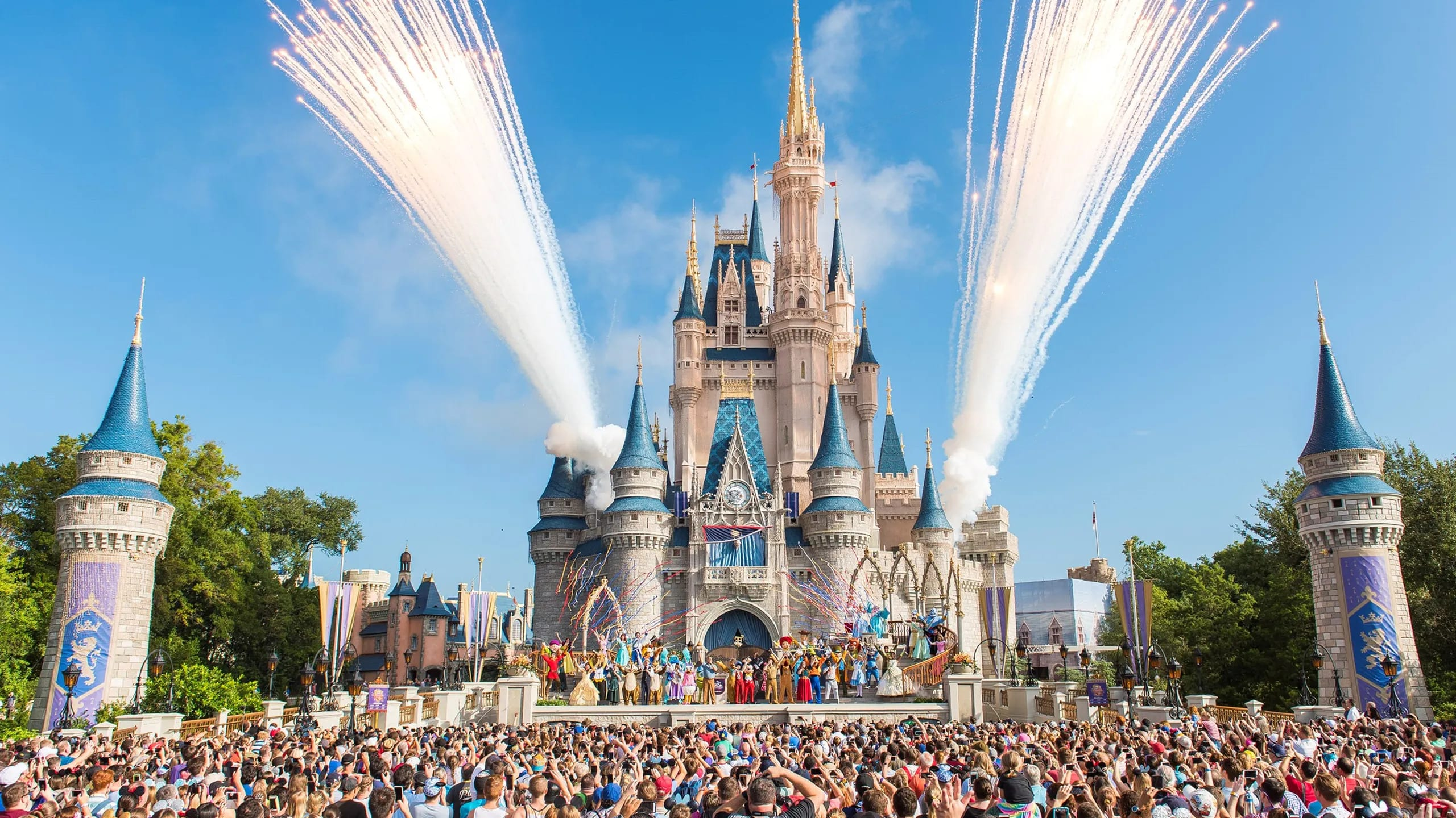 Theme Park Mask Policies: What You Need to Know